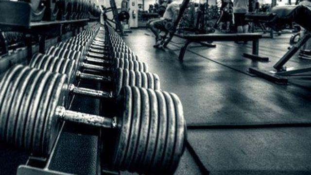 Musculation machines guidées poids libres ; quelle méthode choisir ?