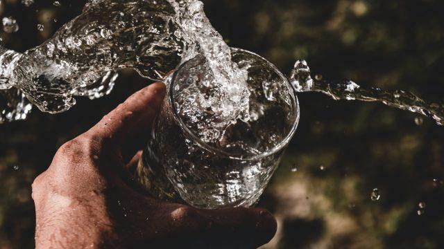hydratation eau dans un verre